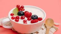 un yaourt avec des fruits