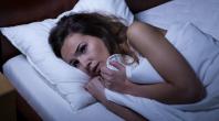 femme dans son lit cauchemar