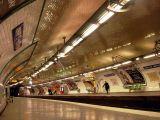 Quai de station du métropolitain de Paris