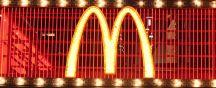 Enseigne lumineuse de la chaîne McDonald's