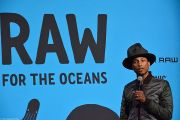 Le chanteur Pharrell Williams en présentation pour la collection de vêtement Raw for the oceans