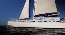 Le voilier de l'expédition en pleine mer