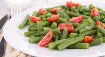 Plat d'haricots vert et tomates
