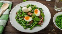 Assiette composés de légumes et oeufs