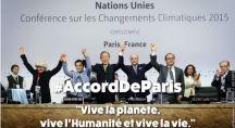 A la signature des accords de Paris, les chefs d'États saluent la foule.