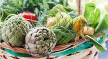Un panier de légumes verts.