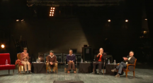 des spécialistes de l'écologie sont sur scène lors d'une conférence