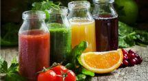 des jus de légumes pressées avec du citron et des tomates