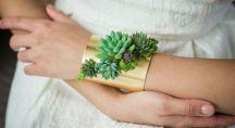 De jolis bijoux fleuris sur lesquels poussent des plantes succulentes