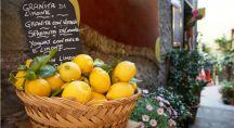 des citrons dans un panier en Italie