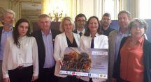 Ségolène Royal reçoit les 650 000 signatures contre les néonicotinoïdes