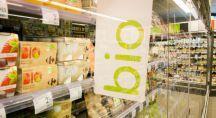 un étalage bio dans un supermarché