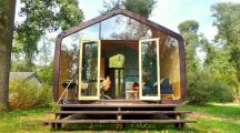 La WikkelHouse, une surprenante maison en carton recyclé