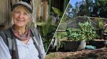 Jill Redwood sourire aux lèvres devant sa maison au milieu de la nature