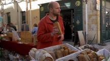 Ce boulanger explique son amour pour le pain au levain naturel et aux farines anciennes
