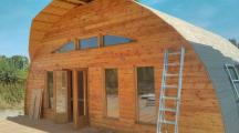 Des bénévoles vous aident à construire votre maison écolo !