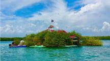 Cet homme a construit son île en bouteilles plastiques recyclées