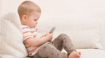 Deux médecins alertent sur les graves conséquences de l'exposition des enfants aux écrans
