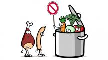 Jeune femme cuisinant des légumes dans sa cuisine