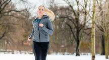 femme qui fait du sport en hiver