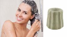 Femme prenant sa douche