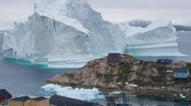 Un iceberg de 100 mètres de haut menace un village du Groenland