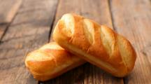 pains briochés sur une table