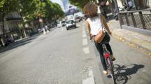 femme vélo Paris