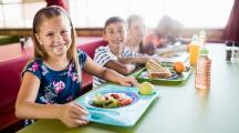 Bio dans les cantines : la restauration scolaire s'y met enfin
