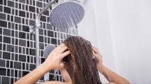 Femme et douche