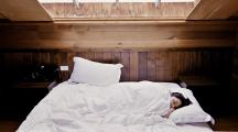 Sommeil : dormir moins de 6h par nuit pourrait augmenter le risque de maladies cardiovasculaires