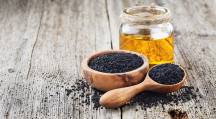 L'huile de nigelle regorge de vertus pour la peau.