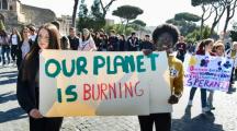 La jeunesse mondiale dans la rue pour sauver la planète (Images)