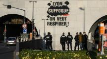 Climat : Greenpeace somme les élus d'agir pour le climat sur un graffiti géant à Lyon