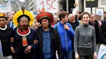Le chef indien Raoni avec les jeunes pour le climat à Bruxelles
