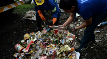 Des tonnes de déchets abandonnés sur les pentes de l'Everest destinés au recyclage