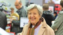Femme âgée supermarché