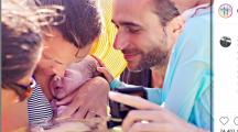 Accouchement naturel : une maman publie la naissance de son bébé dans la mer des Caraïbes