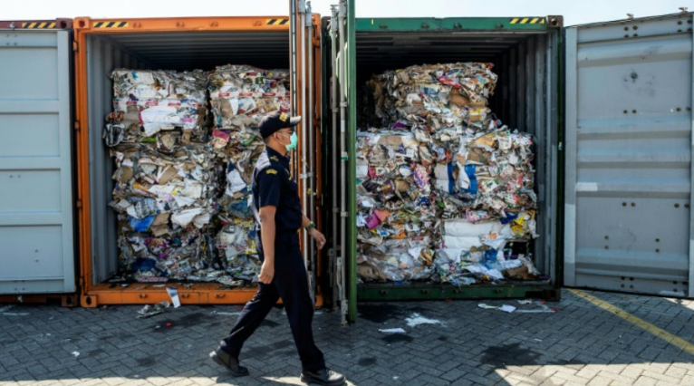Deux conteneurs de déchets français rejetés par l'Indonésie actuellement bloqués en Malaisie