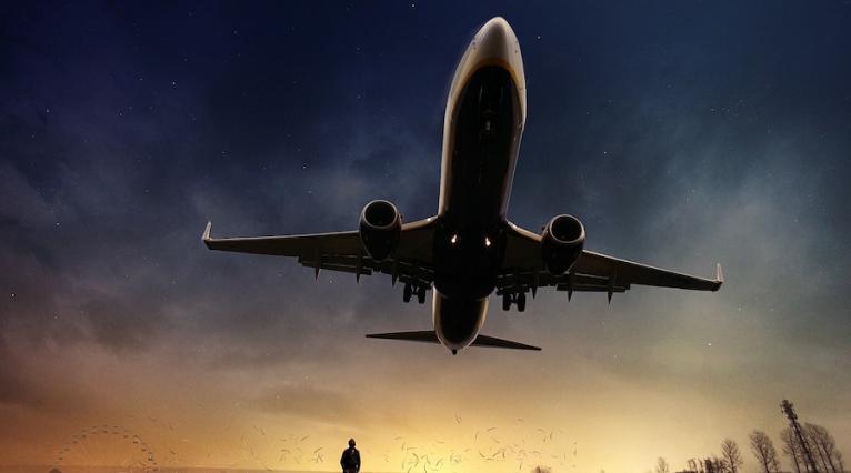 avion homme au sol