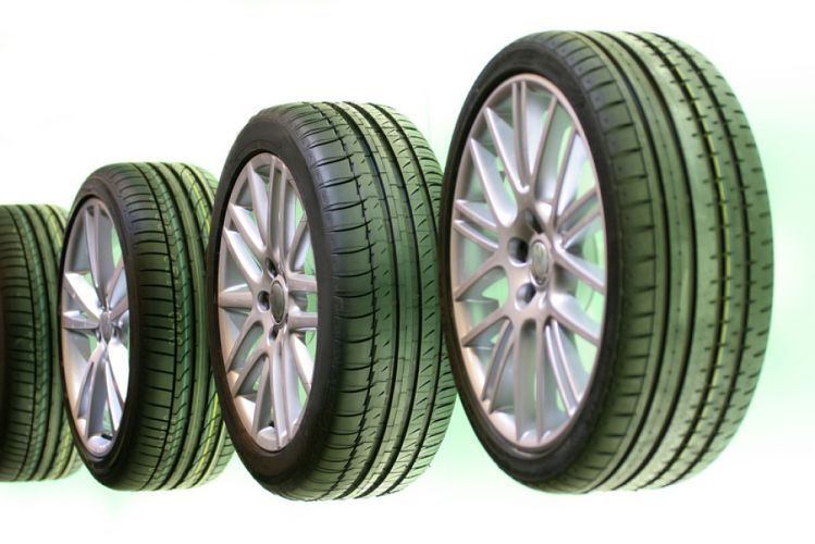 Quatre pneus alignés