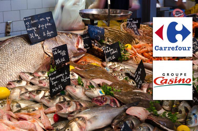 Etale de poissons et logos des supermarchés Carrefour et Casino
