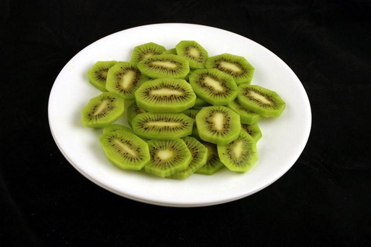 328 grammes de kiwi posés dans une assiette