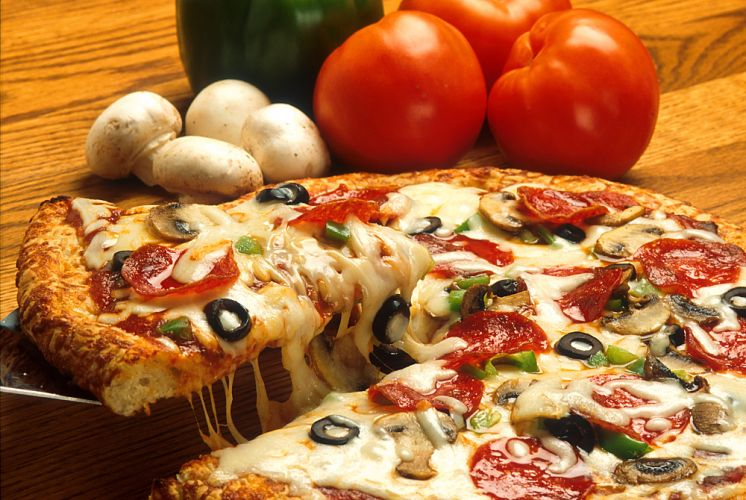 Pizza cuite au fromage coulant