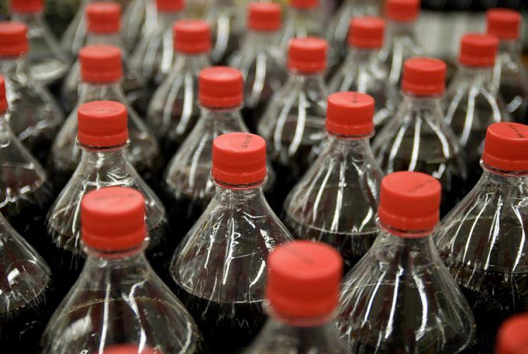 Bouteilles de Cola alignées