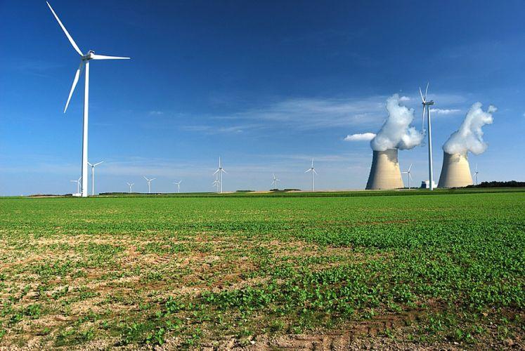 Centrales nucléaires et éoliennes