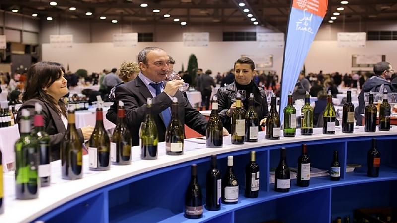 Dégustation de vin au salon Millésime Bio de Montpellier
