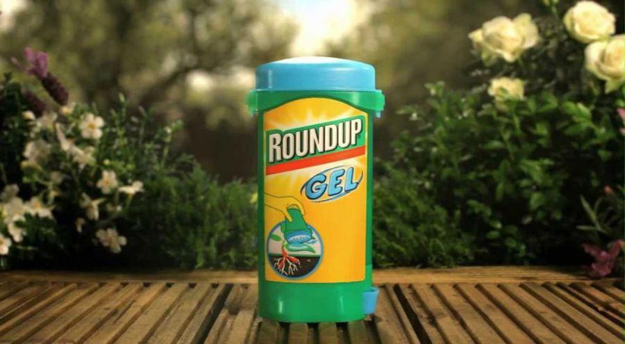 Tube de Roundup gel posé sur un table en bois