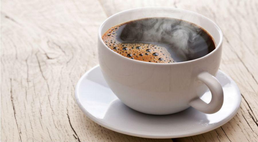 tasse de café fumant