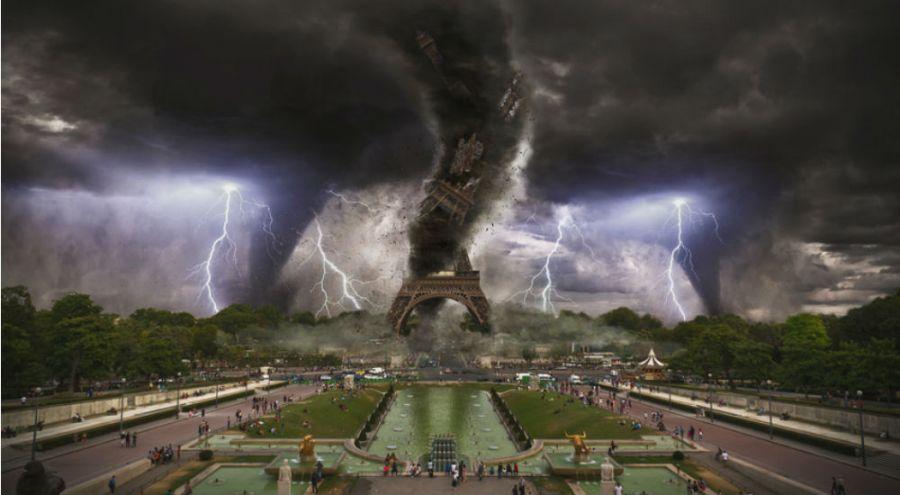 Image de synthèse de la Tour Eiffel sous les cyclones et les éclairs
